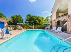 Howard Johnson by Wyndham Savannah GA