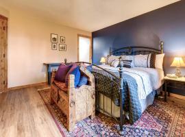 One-Bedroom Atrium Condo 05