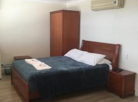 Aussie Hotel & Motel
