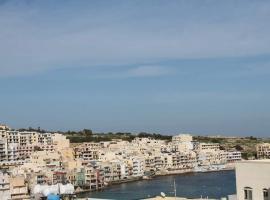 Marsascala apartment with terrace - close to the promenade
