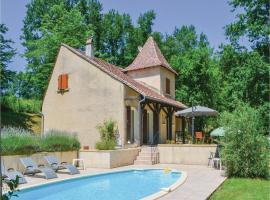 Holiday home Laubanie Est, Saint-Georges-de-Blancaneix (рядом с городом Bosset)
