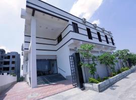 OYO 12810 Hotel Iris, Аурангабад (рядом с городом Chikalthān)