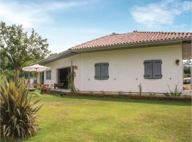 Four-Bedroom Holiday Home in Charritte de Bas, Charritte-de-Bas (рядом с городом Arrast-Larrebieu)