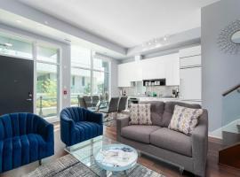 Applewood Suites - CN View, Townhouse Condo