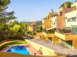house with 3 bedrooms in tarragona, with wonderful mountain view, pool access...