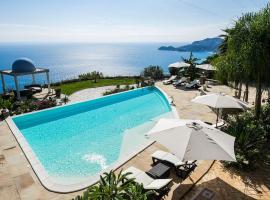 Letojanni Villa Sleeps 8 Pool Air Con WiFi