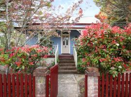 Blue Cockatoo Cottage