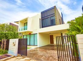 Cici's 5 BRD super villa in Laguna