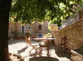 Chambres d'hôtes de l'Abbaye, Montbrun-les-Bains (рядом с городом Savoillan)