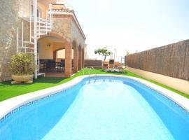 Pineda de Mar Villa Sleeps 8 Pool Air Con WiFi