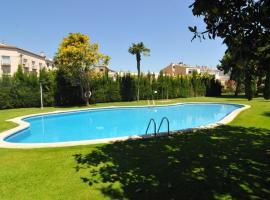 Pineda de Mar Villa Sleeps 12 Pool