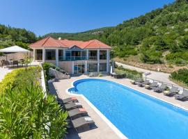 Potirna Villa Sleeps 14 Pool Air Con WiFi