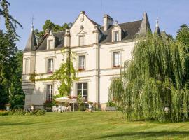 Perrusson Chateau Sleeps 13 Pool WiFi