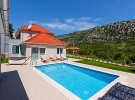 Zupa Villa Sleeps 6 Pool Air Con WiFi