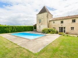 Belluire Villa Sleeps 12 Pool WiFi