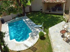 Goult Villa Sleeps 8 Pool