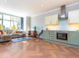 2 Bedroom (Sleeps 6) Apartment in Roehampton, Close to Barnes and Putney