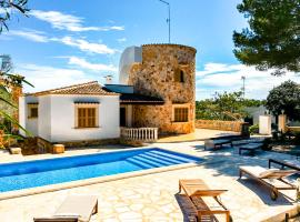 Villa Torre Mar with swimming pool and 100m to the beach