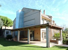 HOMEnFUN Luxury HOUSE with pool