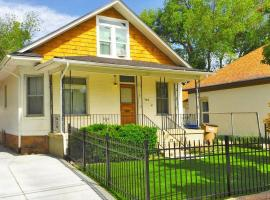 Green St Adorable Downtown Bungalow