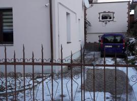 """вулиця Лютнева, 11 Апартаменти """"Привітна хата"""""""