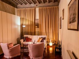 Charming Apartment steps away from Ponte Vecchio!
