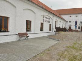 Pivovarsky Penzion Chyně, Chýně (Jeneč yakınında)