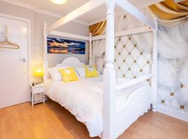 Stylish townhouse + parking, seconds from the sea