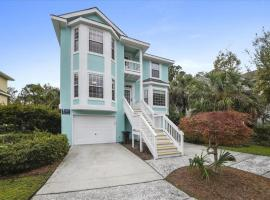 4BR, Private Pool, Easy Walk to Beach: Under New Management!
