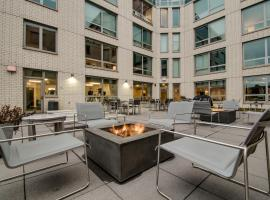 Budget Hotels And Accommodations In Lakeview Wrigley Suites