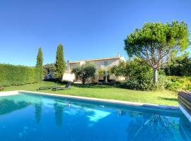Cucuron Villa Sleeps 9 Pool WiFi