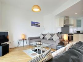 NEW Luxury Central Apartment for upto THREE guests