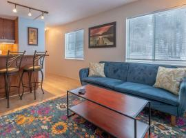 ✭ Fully Equipped 1BR Breck Condo ✭ Walk to Trails!