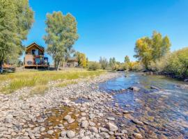 Year-round haven on the banks of the Fraser River!
