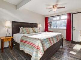 ★Renovated suite - escape the city on a budget!★