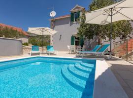 Zupa Villa Sleeps 8 Pool Air Con WiFi