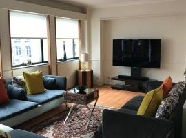 Spacious Split level 5 bedrooms appartment