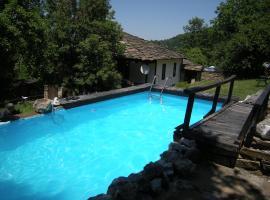 Dzhelepova Guest House- Pool Access, Bozhentsi (Chernevtsi yakınında)
