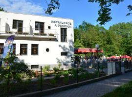 Restaurace a penzion Zděná Bouda, Hradec Králové (Běleč nad Orlicí yakınında)