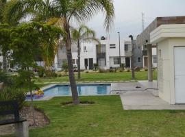 Casa en Privada con Alberca