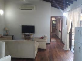 Apartamento en planta alta - Luque, Paraguay