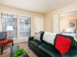 Magnifique + Pool View | Near College + Dining 1BR