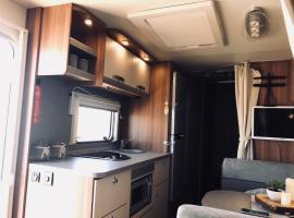 mia karavans