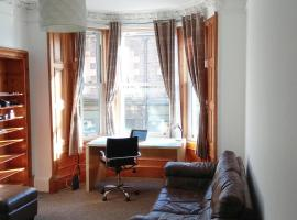 Spacious Victorian Style Apartment 10 mn from Center