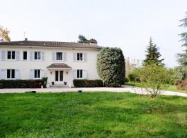 La Maison de Roussille, Francheville (рядом с городом Saint-Genis-les-Ollières)