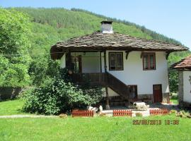 Guest House Four Pines, Beli Osŭm (Balabansko yakınında)
