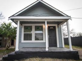 Douglas Way remodeled 1BA/1BA house near Downtown