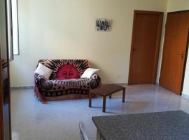 Comodo Appartamento In Zona Centrale