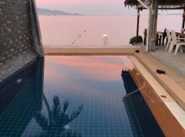 Pico Beach Bungalows & Resort