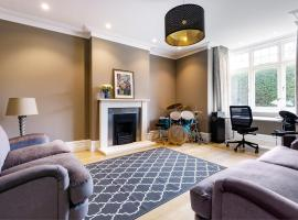 Spacious Chiswick Home with Private Terrace